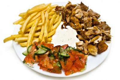 картофель фри с мясом и овощами